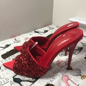 🆕 Red shoes